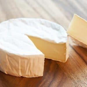 Aufgeschnittener Camembert