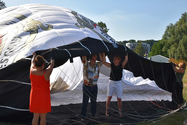 Öffnung des Gold Ochsen Heißluftballon