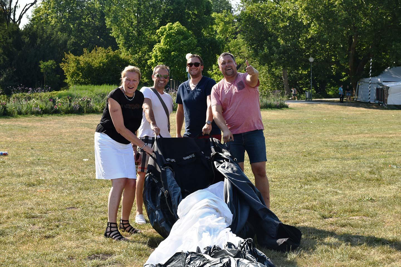 Ballon auspacken mit Gold Ochsen Team