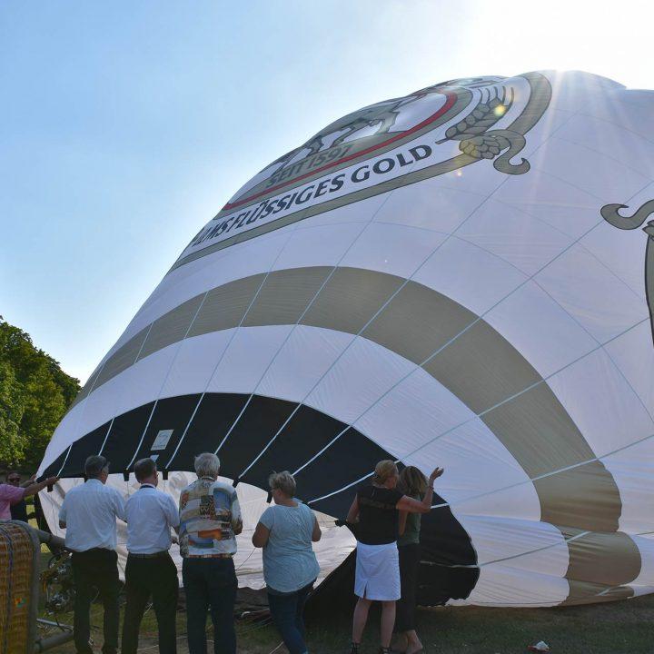 gold-ochsen-taufe-heissluftballon
