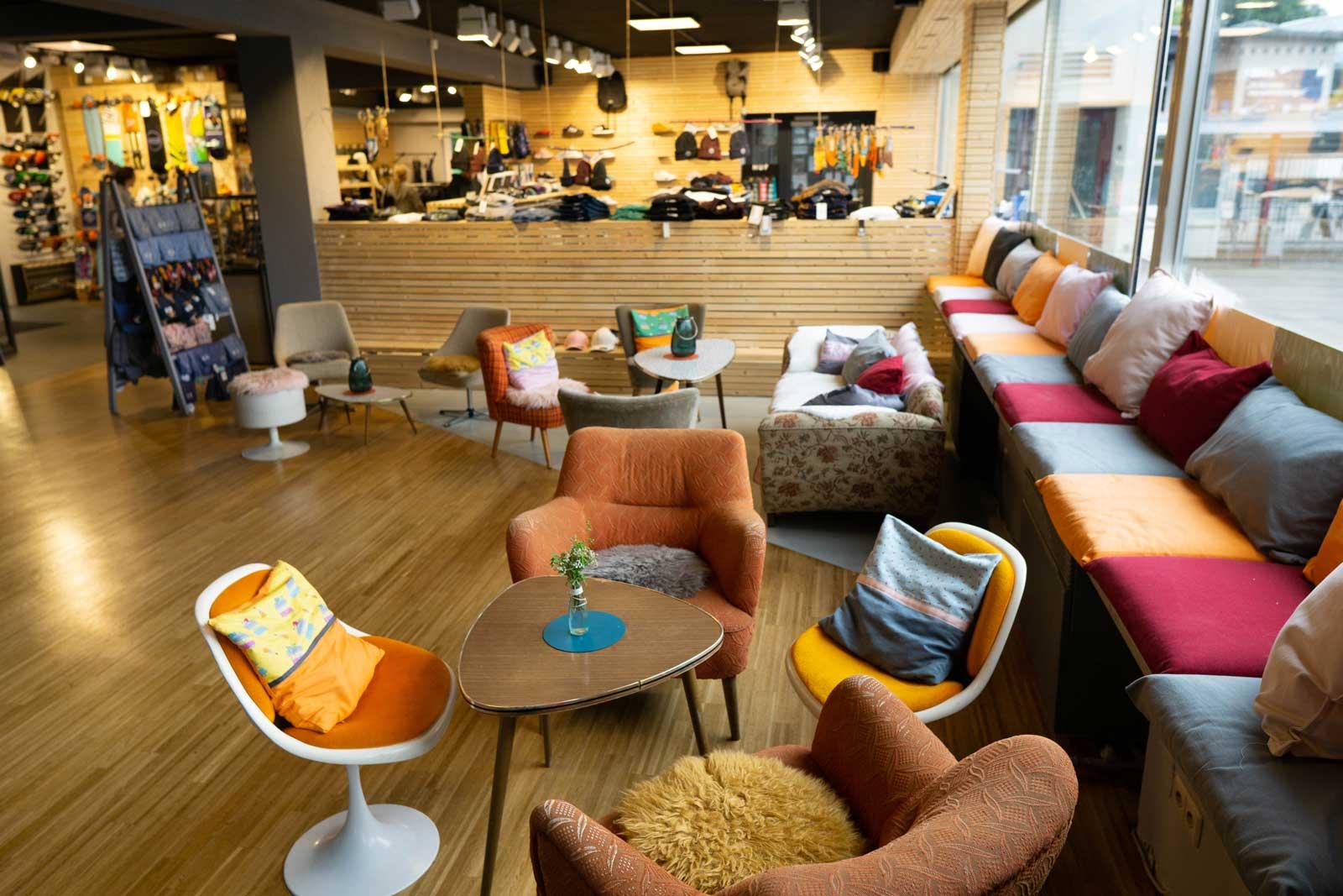 58-cafe-lounge