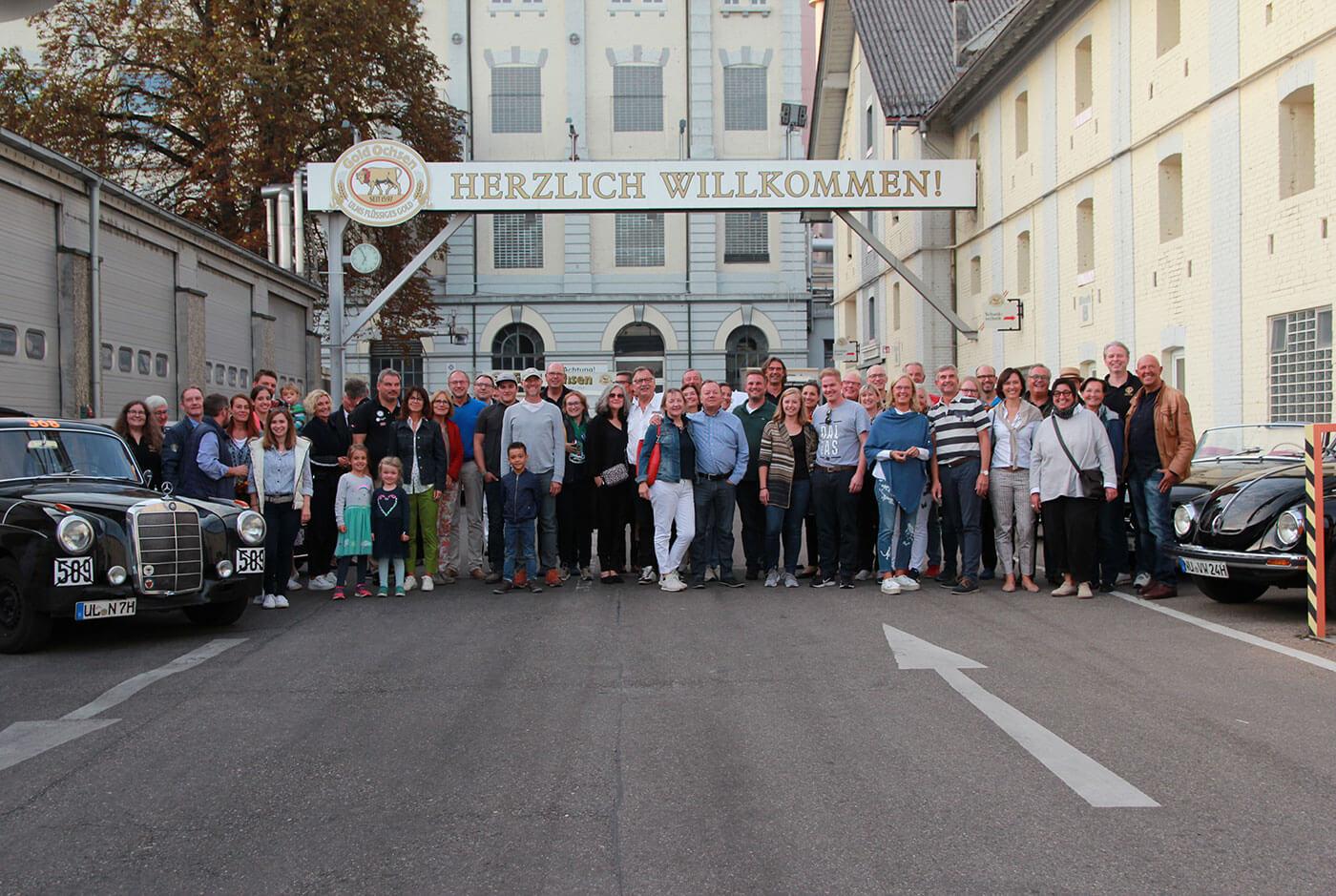 Oldtimer-Stelldichein im Brauereihof mit Team