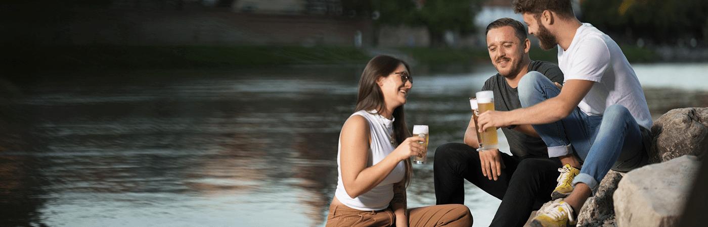 Gold Ochsen trinken an der Donau Ulm