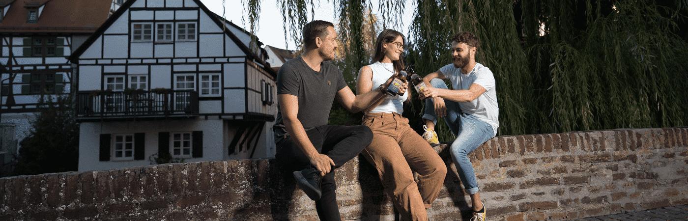 Gold Ochsen trinken an der Donau