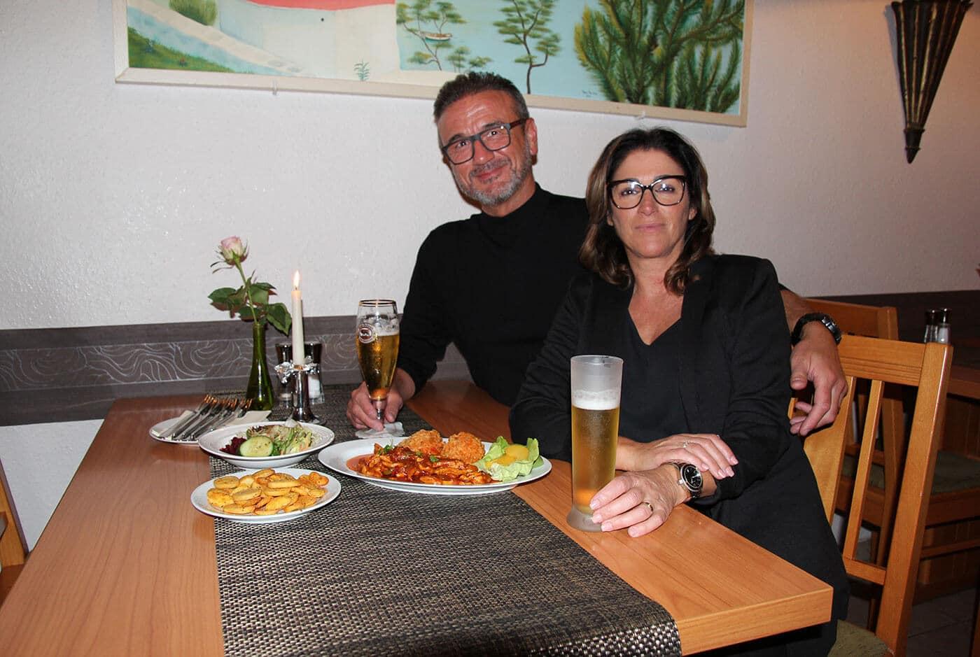 Theodora Ilhan mit Ehemann Ekrem im Restaurant Thessaloniki