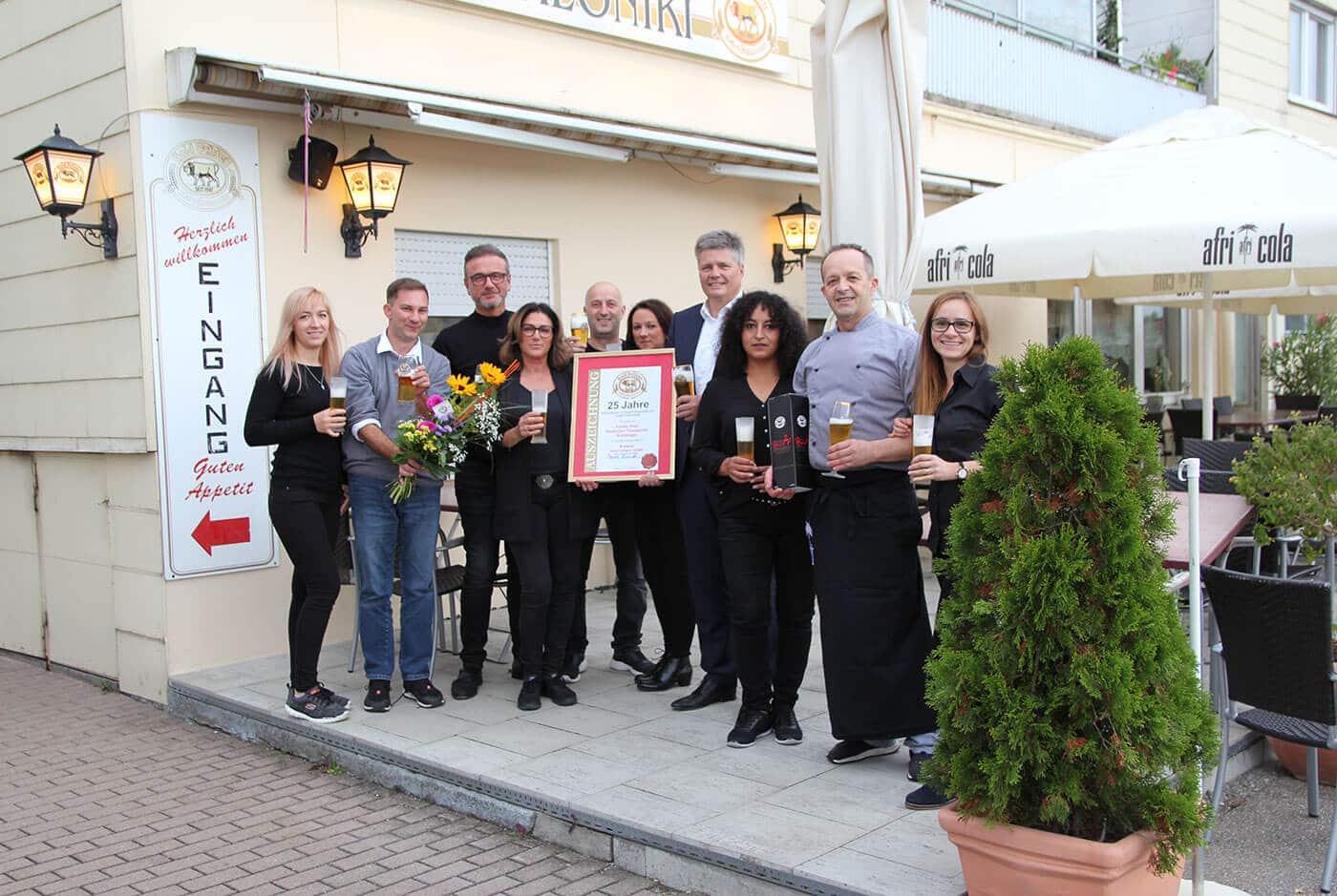 Die Brauerei Gold Ochsen gratuliert dem Team vom Restaurant Thessaloniki herzlich zum 25. Jubiläum
