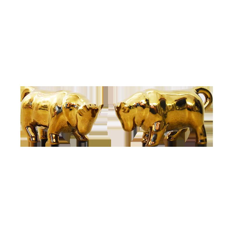 Zwei goldene Ochsen als Salz- und Pfefferstreuer